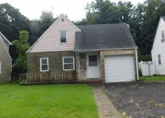 Foreclosed Home in Elmwood Park 07407 WASHINGTON AVE - Property ID: 4310845957