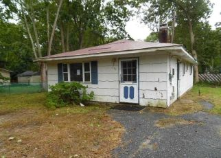 Foreclosed Home in Mastic 11950 PATCHOGUE AVE - Property ID: 4311915921