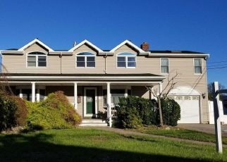 Foreclosed Home in West Islip 11795 W BAY DR - Property ID: 4311924674