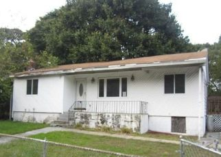 Foreclosed Home in Medford 11763 PARK LN - Property ID: 4311955326