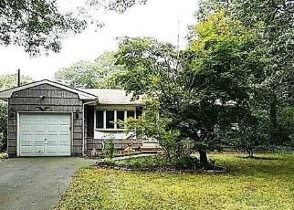 Foreclosed Home in Medford 11763 OSWEGO AVE - Property ID: 4311963656