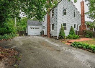 Foreclosed Home in Mastic 11950 PATCHOGUE AVE - Property ID: 4311966271