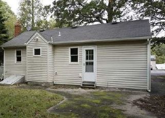 Foreclosed Home in Shirley 11967 NORTHERN BLVD - Property ID: 4311968463