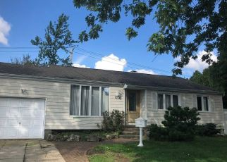 Foreclosed Home in Brentwood 11717 THOMAS ST - Property ID: 4311980288