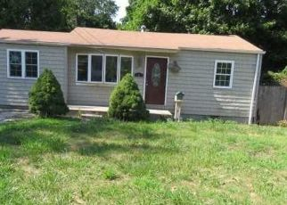 Foreclosed Home in Bay Shore 11706 SPUR DR N - Property ID: 4311991234