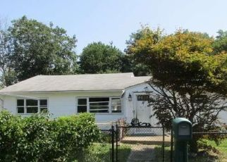 Foreclosed Home in Patchogue 11772 TAYLOR AVE - Property ID: 4312090217