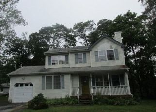 Foreclosed Home in Mastic 11950 SHINNECOCK AVE - Property ID: 4312305261