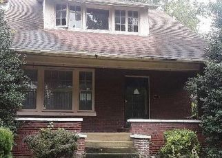 Foreclosed Home in Louisville 40211 SOUTHWESTERN PKWY - Property ID: 4312425721