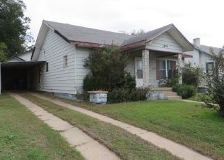 Foreclosed Home in Chickasha 73018 S 17TH ST - Property ID: 4312587321