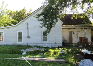 Foreclosed Home in Cloverport 40111 3RD ST - Property ID: 4313316553