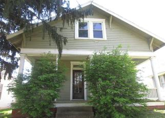 Foreclosed Home in Mount Carmel 62863 N MARKET ST - Property ID: 4313376555