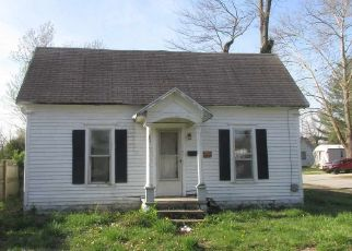 Foreclosed Home in Sumner 62466 E CEDAR ST - Property ID: 4313393636