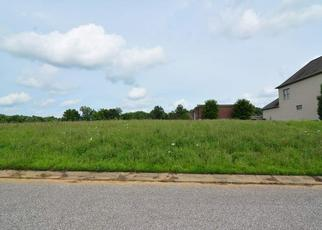 Foreclosed Home in Newburgh 47630 ASHFORD DR - Property ID: 4313656868