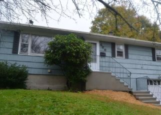 Foreclosed Home in Milford 06460 POND POINT AVE - Property ID: 4314782454