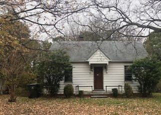 Foreclosed Home in Burlington 27215 BORDER ST - Property ID: 4315172686
