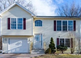Foreclosed Home in Cranston 02921 IROQUOIS TRL - Property ID: 4315175757