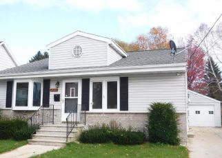 Foreclosed Home in Two Rivers 54241 HAWTHORNE ST - Property ID: 4315209476
