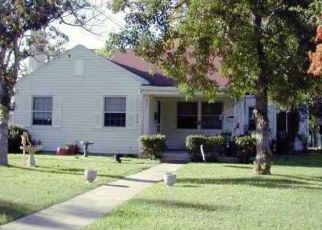 Foreclosed Home in Lockhart 78644 MAPLE ST - Property ID: 4315242767