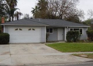 Foreclosed Home in Fresno 93705 N HUGHES AVE - Property ID: 4315905858