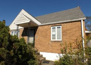 Foreclosed Home in Pittsburgh 15227 OAKLEAF RD - Property ID: 4316312291