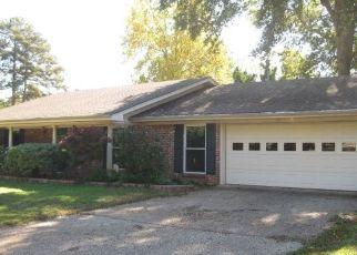 Foreclosed Home in Longview 75601 MEADOWBROOK DR - Property ID: 4316656544