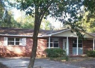 Foreclosed Home in Jacksonville 32208 HICKORYNUT ST - Property ID: 4317132171
