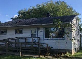 Foreclosed Home in Oak Creek 53154 E BECKER RD - Property ID: 4317444454