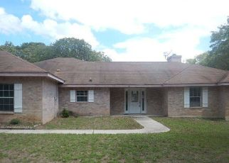Foreclosed Home in Floresville 78114 OAK HOLW - Property ID: 4317667832