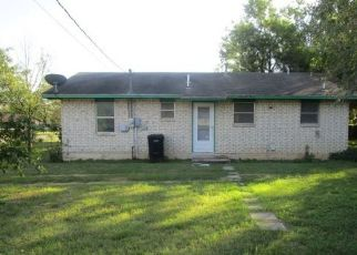 Foreclosed Home in Pearsall 78061 E COMAL ST - Property ID: 4317681394