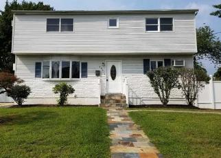 Foreclosed Home in West Babylon 11704 CHELSEA AVE - Property ID: 4317781254