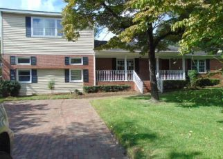 Foreclosed Home in Clinton 28328 EDGEWOOD DR - Property ID: 4317815865