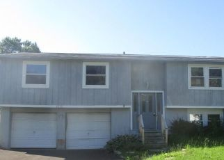 Foreclosed Home in Liverpool 13090 ELAINE CIR - Property ID: 4318231945