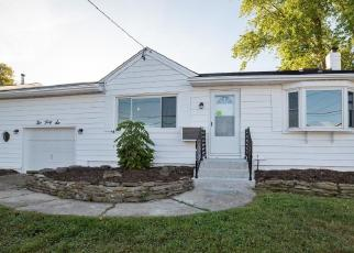 Foreclosed Home in Lindenhurst 11757 FARMERS AVE - Property ID: 4319737694