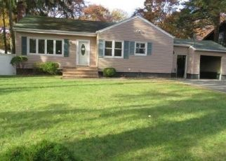 Foreclosed Home in Bay Shore 11706 ILLINOIS AVE - Property ID: 4319781486
