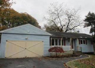 Foreclosed Home in East Islip 11730 JEFFERSON ST - Property ID: 4319886601