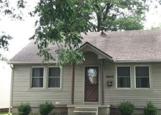 Foreclosed Home in Metropolis 62960 MCCRARY ST - Property ID: 4320007930