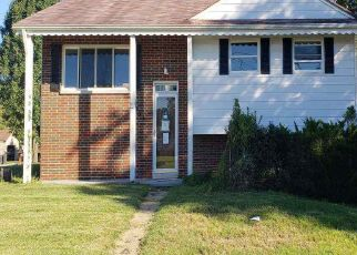 Foreclosed Home in Huntington 25705 BEVERLY DR - Property ID: 4320068807