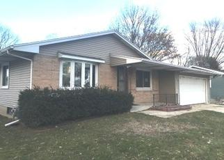 Foreclosed Home in Madison 53704 BUNKER HILL LN - Property ID: 4320201952