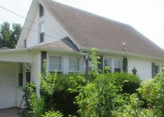 Foreclosed Home in Herrin 62948 S 28TH ST - Property ID: 4320241353