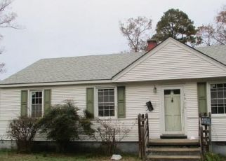 Foreclosed Home in Sandston 23150 E NINE MILE RD - Property ID: 4320335522