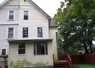 Foreclosed Home in Lansdowne 19050 E STRATFORD AVE - Property ID: 4320918918