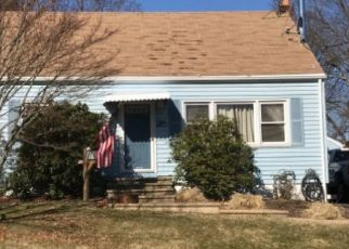 Foreclosed Home in Milford 06460 MORRIS LN - Property ID: 4321341550