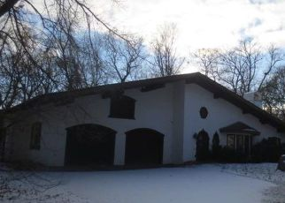 Foreclosed Home in Hopkins 55305 MAYFLOWER CIR - Property ID: 4321537767