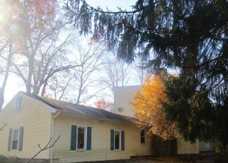Foreclosed Home in Brookfield 06804 HUCKLEBERRY HILL RD - Property ID: 4321650763