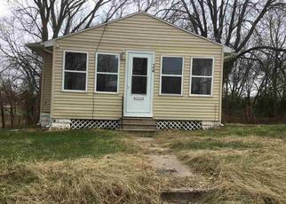 Foreclosed Home in Waterloo 50703 VAN BUREN ST - Property ID: 4321894717