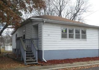 Foreclosed Home in Taylorville 62568 E ESTHER ST - Property ID: 4321965662