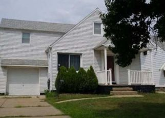 Foreclosed Home in Euclid 44123 ARMS AVE - Property ID: 4322280563