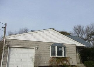 Foreclosed Home in Patchogue 11772 CIRCLE DR S - Property ID: 4323057981