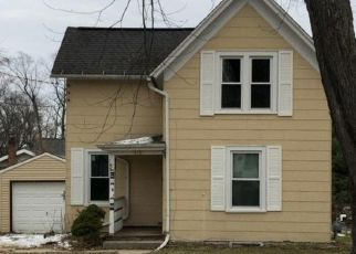 Foreclosed Home in Hartford 53027 CEDAR ST - Property ID: 4323125413