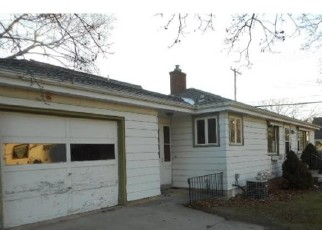 Foreclosed Home in Two Rivers 54241 VICTORY ST - Property ID: 4323130674